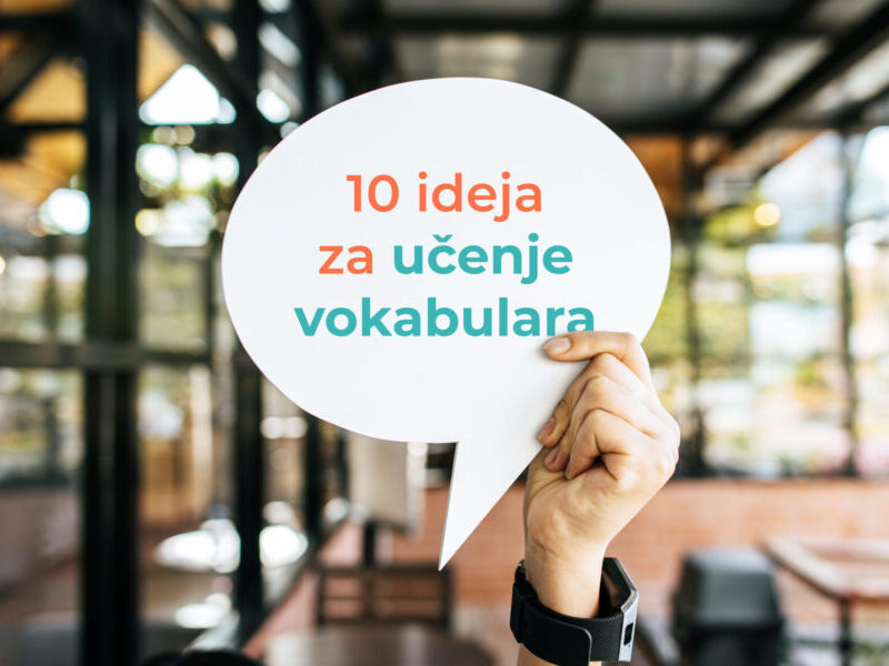 "a hand holding a sign saying ""10 ideja za učenje vokabulara"""